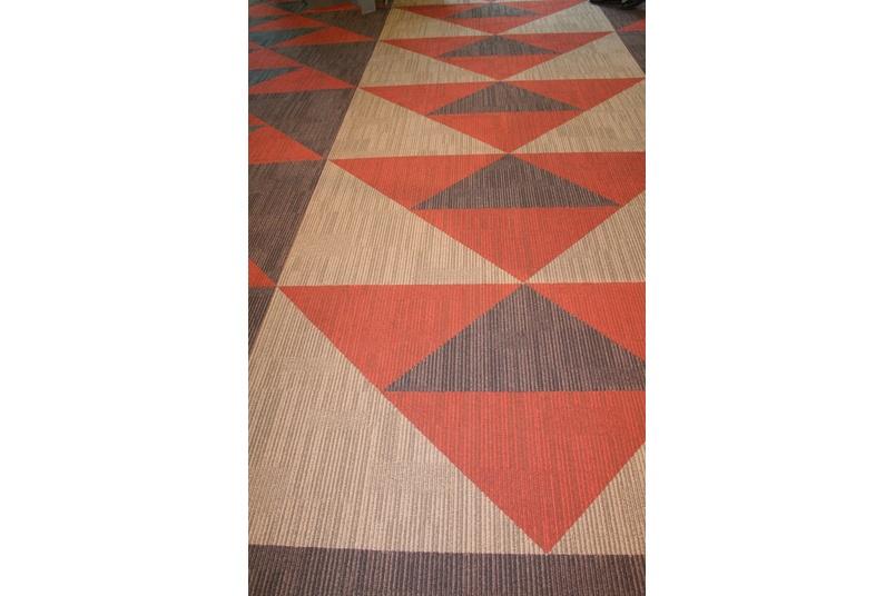 Equilibrium II carpet tile –arrows