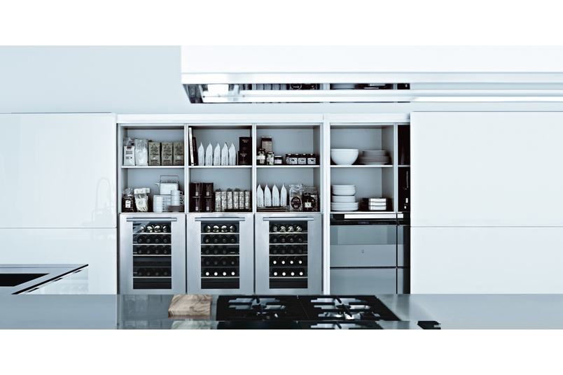 The Matrix kitchen is characterised by steel integrated handles and cutting-edge technology.