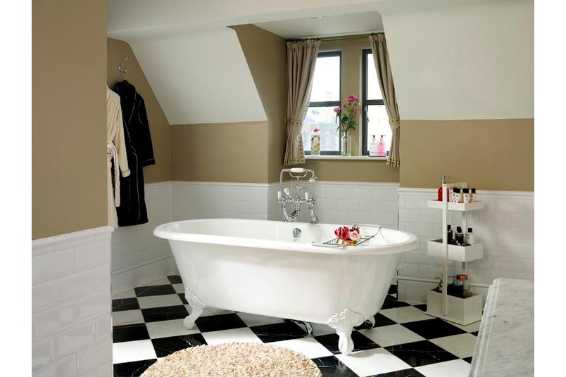 Cheshire freestanding bath.