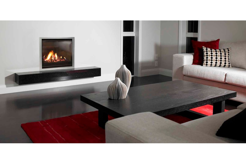 Escea AF700 gas fireplace (Titanium Silver Slim fascia and logs fuel bed).