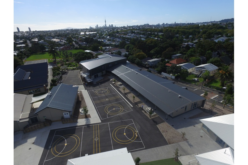 Westmere School, Auckland, using Kingspan's Trapezoidal RW roof panel.  Kingspan insulated roof panels provide building envelope solutions combining aesthetics, longevity and thermal insulation.