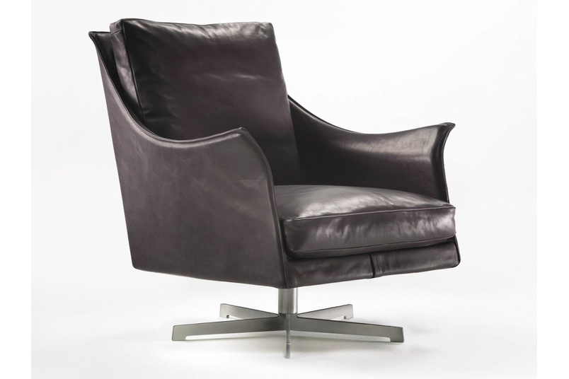 The Boss chair has a metal frame with foam polyurethane padding covered with protective fabric lining.