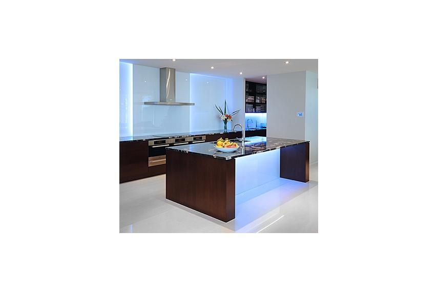 Torbay Kitchen – American oak veneer, solid granite benchtops, electronic drawers