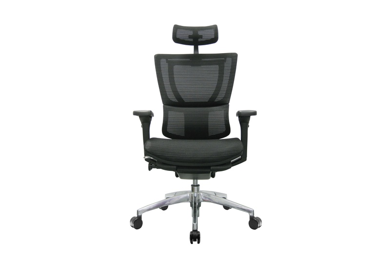The iOO chair with black frame and headrest