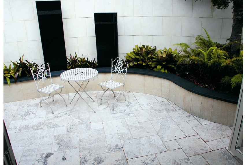 Travertine tumbled stone