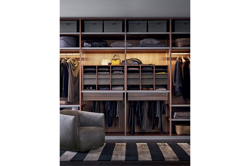 With three opening options - leaf, folding and sliding door, the wardrobe has been designed to personalise space organisation.