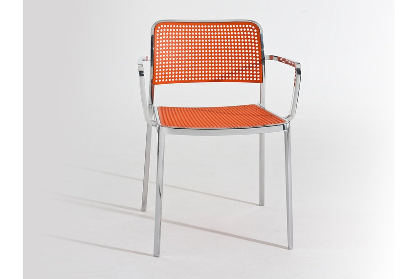 The seat and back are made of modified batch-dyed polypropylene offering multiple colourways