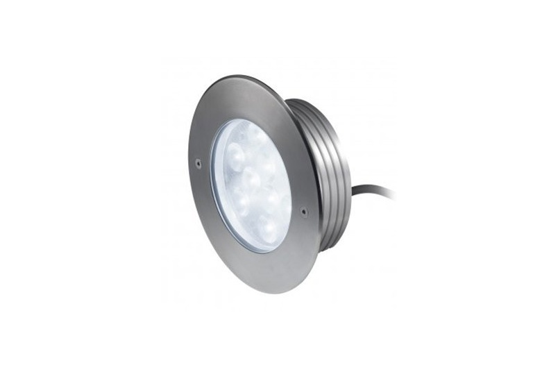 In-ground luminaire in satin-finish AISI 316. High Power LED 9 x 1W light source.