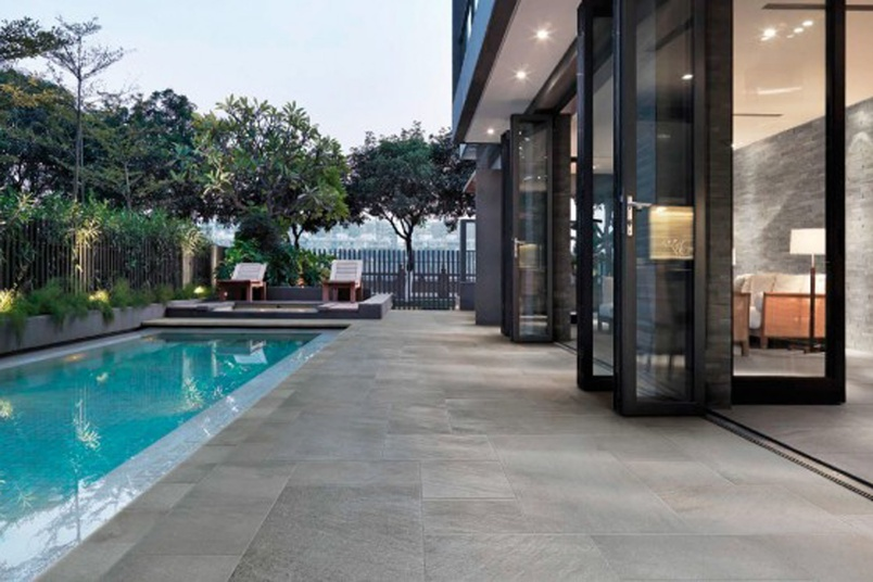 NEOSTONE Grigio porcelain tile – available in various size formats.