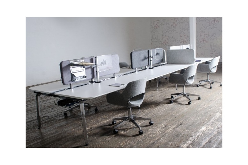 MOMENT 6-person workstation – screens can be adjusted to fit the working environment