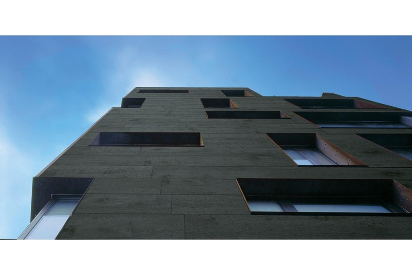 Maximum reflects the cool, contemporary looks of concrete, basalt or steel.